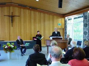 Prof. Rolf Schweizer gestaltet zusammen mit Frau Paulus und Prof. Weth musikalisch den Festakt